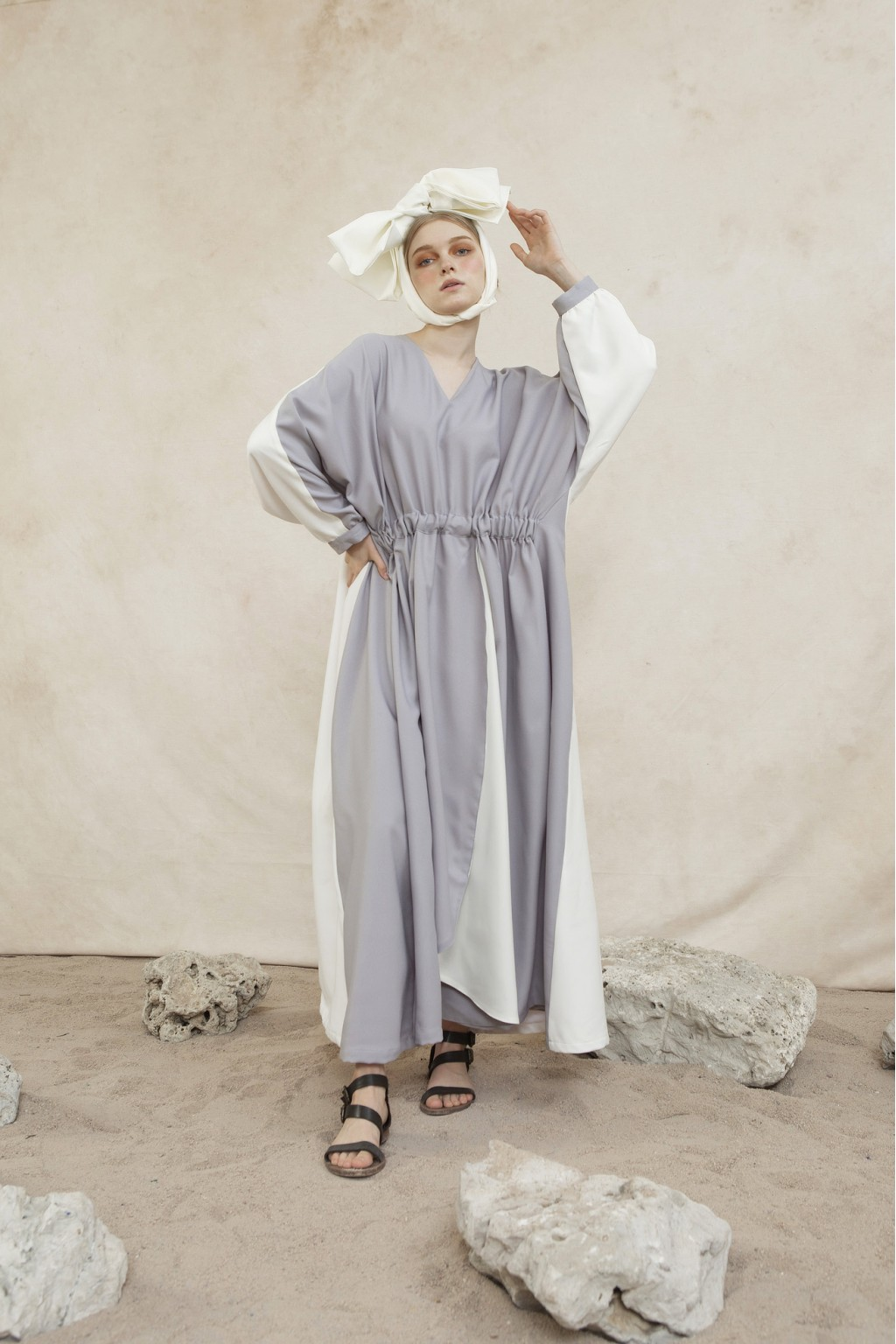 NURA DRESS GREY/ WHITE
